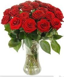 Çorum güvenli kaliteli hızlı çiçek  Vazoda 15 adet kırmızı gül tanzimi