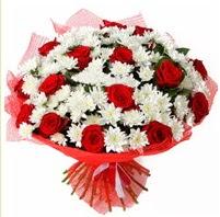 11 adet kırmızı gül ve beyaz kır çiçeği  Çorum internetten çiçek siparişi