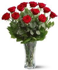 11 adet kırmızı gül vazoda  Çorum online çiçek gönderme sipariş