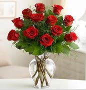 Vazo içerisinde 12 kırmızı gül  Çorum ucuz çiçek gönder