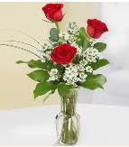 Vazo içerisinde 3 adet kırmızı gül  Çorum ucuz çiçek gönder