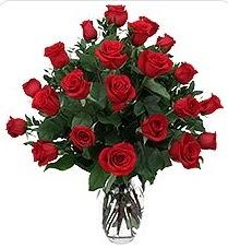 Çorum çiçekçiler  24 adet kırmızı gülden vazo tanzimi