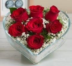 Kalp içerisinde 7 adet kırmızı gül  Çorum çiçek gönderme