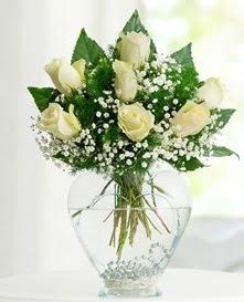 Cam içerisinde 7 adet beyaz gül  Çorum 14 şubat sevgililer günü çiçek