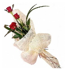 3 adet kırmızı gül buketi  Çorum online çiçekçi , çiçek siparişi