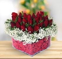 15 kırmızı gülden kalp mika çiçeği  Çorum ucuz çiçek gönder