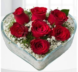 Kalp içerisinde 7 adet kırmızı gül  Çorum kaliteli taze ve ucuz çiçekler