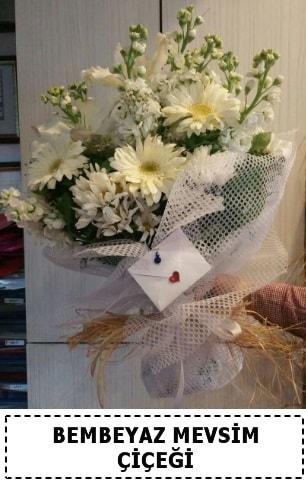 Bembeyaz görsel mevsim çiçek buketi  Çorum çiçekçi telefonları