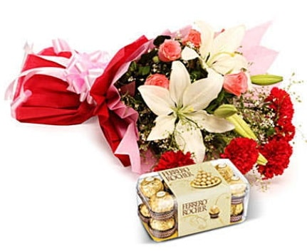 Karışık buket ve kutu çikolata  Çorum hediye çiçek yolla