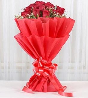 12 adet kırmızı gül buketi  Çorum çiçek siparişi sitesi