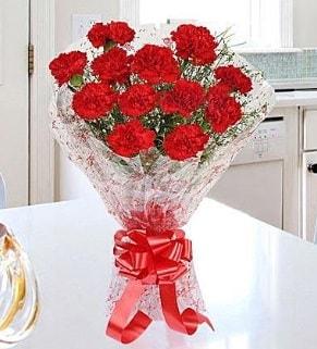 12 adet kırmızı karanfil buketi  Çorum çiçek yolla